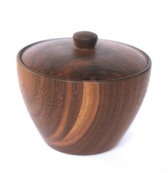 Les Temps des Cigales,Quebecois company : wood salt cellars in maple, cherry and walnut. Small Wood Projects, Wood Turning Projects, Wood Vase, Wood Bowls, Woodworking Box, Cool Woodworking Projects, Wooden Containers, Wooden Boxes, Pencil Vase