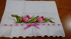 Toalha de lavabo Dohler,pintada a mão com bordado inglês, passa fita e fita com 30 x 45 cm. Aceito encomenda em outras cores. Fabric Painting, Watercolor Paintings, Fabric Paint Designs, Diy Cushion, Tulips Flowers, Pin Image, Embroidery Patterns, Decoupage, Stencils