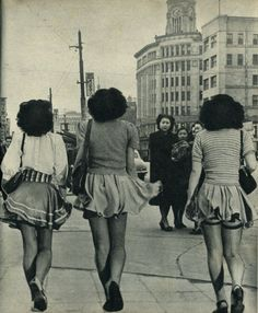Girls wearing extremely short skirts on the street in Japan in just after the war. Japanese Streets, Japanese Street Fashion, Pan Pan, Showa Era, Ancient Beauty, Street Dance, Asian History, Japan Photo, Youth Culture