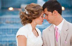 coiffure mariage cheveux longs ondulés avec accessoire à strass
