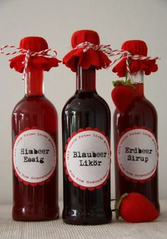 Raspberry vinegar, blueberry liqueur and strawberry syrup Diy Food Gifts, Edible Gifts, Homemade Gifts, Easy Cake Recipes, Ww Recipes, Strawberry Syrup, Homemade Pesto, Flavored Oils, Specialty Foods