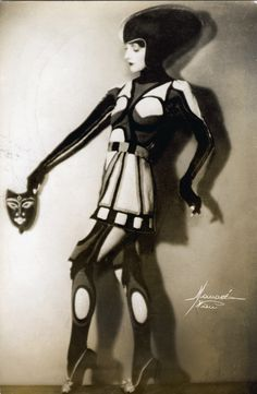 Nina Payne by Studio Manasse, c1920s. Modern Dancer of Ancient Themes from the Soibelman Syndicate News Agency Collection.