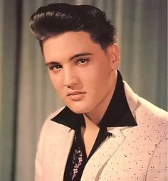 """( ☞ 2017 IN MEMORY OF ★ † ELVIS PRESLEY ★ 40 YEARS AGO (1977 - 2017) """" Rock & roll ♫ pop ♫ rockabilly ♫ country ♫ blues ♫ gospel ♫ rhythm & blues ♫ """" ) ★ † ♪♫♪♪ Elvis Aaron Presley - Tuesday, January 08, 1935 - 5' 11¾"""" - Tupelo, Mississippi, USA. † Died; Tuesday, August 16, 1977 (aged of 42) Resting place Graceland, Memphis, Tennessee, USA."""