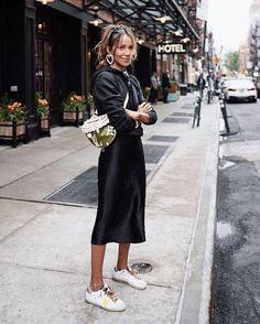 All Black Outfits to Copy Ganz schwarzes Outfit / Streetstyle Fashion / Fashion Week Week Mode Outfits, Skirt Outfits, Casual Outfits, Fashion Outfits, Fashion Tips, Fashion Trends, Woman Outfits, Color Fashion, Ootd Fashion
