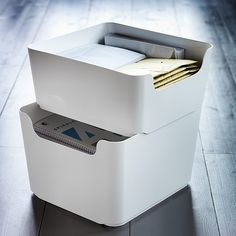 We believe storage can be stylish. PLUGGIS recycling bins are perfect for filing papers, photo albums, or office documents without too much bulk. Save more space and make sorting easier by stacking the two sizes. Link on bio.