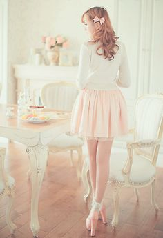 A cute and sweet outfit with the white blouse, pastel pink skirt, and the pastel pink heels.