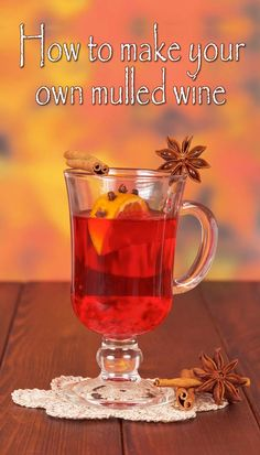 Making homemade mulled wine isn't easy, but with these tips you'll be making the best mulled wine you've ever tasted right in the comfort of your home. Homemade Mulled Wine, Easy Christmas Dinner, Christmas Drinks, Christmas Bread, Christmas Appetizers, Holiday Drinks, Xmas, Fun Drinks, Navidad