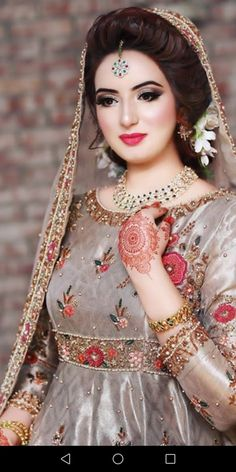 Trendy Bridal Dresses Simple In Pakistan 52 Ideas Pakistani Party Wear Dresses, Bridal Mehndi Dresses, Pakistani Wedding Outfits, Bridal Dress Design, Bridal Outfits, Indian Dresses, Indian Outfits, Pakistani Bridal Couture, Pakistani Bridal Makeup