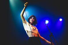 Conheça Salma Jô, vocalista da Carne Doce, banda goiana que está ganhando os…