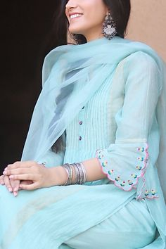 Indian Fashion Dresses, Dress Indian Style, Indian Designer Outfits, Kurti Sleeves Design, Kurti Neck Designs, Punjabi Suit Neck Designs, Embroidery Suits Punjabi, Embroidery Suits Design, Neck Designs For Suits