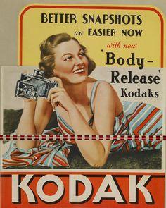 Em 1888, Eastman Dry Plate Company lançou a câmera KODAK, tornando a base da fotografia acessível a todos. A nova câmera podia ser transportada para qualquer lugar com facilidade. Era pré-carregada com filme suficiente para cem poses.