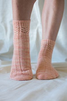 Apricot Sorbet pattern by Clare Devine – Socken – Home crafts Over The Knee Boot Outfit, Knee High Boots, High Shoes, Knitting Socks, Hand Knitting, Knit Socks, Winter Boots Outfits, Outfit Winter, Men In Heels