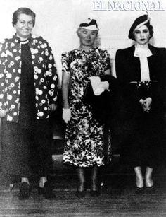 Posiblemente, la fotografía corresponda a una invitación que el Ministerio de Instrucción Pública de Uruguay, organizó el 26 de enero de 1938, en Colonia, Uruguay. Acto que reuniría a las tres grandes poetisas americanas del momento: de izquierda a derecha Gabriela Mistral, Alfonsina Storni y Juana de Ibarbouru. (ARCHIVO EL NACIONAL)