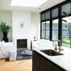 http://leemwonen.nl/interieur-i-binnenkijken-binnenkijken-in-een-hoog-herenhuis-van-een-interieur-stylist/ #binnenkijken #interior #interieur #herenhuis #interiordesign #interieurstylist #home #house #living #luxury #exclusive #dutchhome #decoration #accessories Photography by @dmalestein