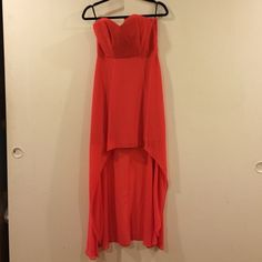 H&M Coral Dress Heart-shape Top. Knee length front. Floor length back. Size 8-runs a little small. Worn ONCE. Don't recall original price but was somewhere between $59-99 H&M Dresses