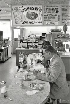 "gourmands: ""Frank Bauman - Packers coach Vince Lombardi at lunch counter, Green Bay, Wisconsin, "" Drive In, Vintage Pictures, Old Pictures, Old Photos, Nyc Subway, Photo Vintage, Vintage Vogue, Green Bay, Vintage Diner"