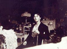 Grã-duquesa Olga Nikolaevna no quarto Mauve, Palácio de Alexandre.Cerca de 1915.