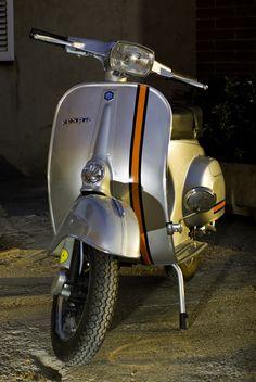 Nicely done Vespa Motorcycle, Vespa Bike, Motos Vespa, Moto Scooter, Piaggio Vespa, Lambretta Scooter, Scooter Girl, Vespa Scooters, Triumph Motorcycles
