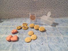 Barbie 1:6 Kitchen Food Dishes Miniature Cookie Container dd