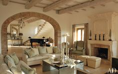 Rustic Italian Villas : Architectural Digest Like the arch made with stone. Like the light colors Architectural Digest, Design Grill, Rustic Italian Decor, Italian Home Decor, Italian Interior Design, Rustic Feel, Rustic Chic, Rustic Style, Country Style
