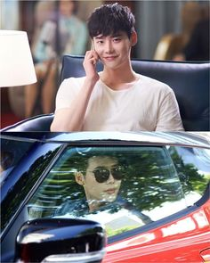 """W"" Lee Jong-suk turns into a super chaebol"