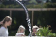Immer mehr Menschen kommen auch beim Leitungswasser wieder auf den Geschmack. Denn hochwertiges Wasser trinken ist nicht nur wichtig, sondern schmeckt auch sehr gut. Viele schätzen den dessen Geschmack und genießen Tee und Kaffee – hergestellt mit belebtem Wasser. 💧