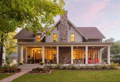Modern Farmhouse Exterior Design Ideas 30