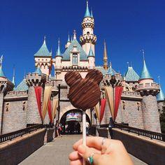 chocolate Disney cake pop