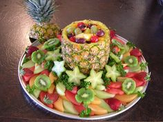 Fresh Fruit Platter Cake Ideas and Designs Fruit Recipes, Appetizer Recipes, Cooking Recipes, Fruits Decoration, Table Decorations, Cuisine Diverse, Healthy Snacks, Healthy Recipes, Paleo Food