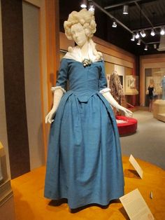 18th century linen dresses | Blue linen round gown from the Historic Deerfield Textile Museum.