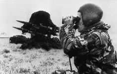 A British soldier checks the area with binoculars past a rapier missile air defense battery on position in the Falklands, on May British Army Uniform, British Soldier, Falklands War, Major General, Military Men, Cold War, 30 Years, Past, Battle