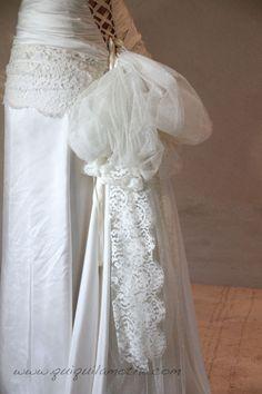 Robe de mariée romantique dentelle et soie.