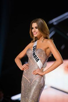 Miss Colombia, Queen, Pretty Woman, Beautiful Women, Formal Dresses, Lady, Pageants, Universe, Tops