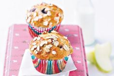 Rolled oat apple banana muffin for james - Add fresh bananas to classic blueberry muffins for a twist on this traditional favourite. Apple Custard, Custard Cake, Banana Blueberry Muffins, Blue Berry Muffins, Banana Bread, Healthy Lunches For Kids, Kids Meals, Healthy Snacks, Healthy Muffins