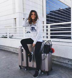 [BLOGGERS] ¡Looks de aeropuerto! ¿Qué nos ponemos en el momento del checking? En #Modalia |http://www.modalia.es/bloggers-de-moda/10126-estilismos-de-aeropuerto-que-nos-ponemos.html