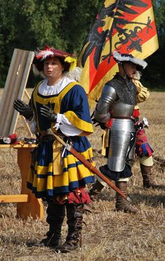 Blue and yellow waffenrock by ASD Compagnia d'Arme Strategemata Renaissance, Conquistador, German Longsword, Mens Garb, Types Of Armor, German Outfit, Landsknecht, Medieval Fashion, Historical Costume