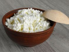 The ketogenic diet is a popular low-carb diet designed to help you lose weight quickly. Here is a list of my top 20 foods to eat while on the ketogenic diet. Yummy Healthy Snacks, Healthy Fats, Healthy Recipes, Ricotta, Cheese Ingredients, Nut Milk Bag, Weight Loss Meals, Natural Protein, Queso Fresco