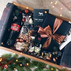 10 Best Gift Ideas for Men|Jewelry Bracelets From Best Brands Check these creative presents and amazing DIY gift ideas for your man. Wrapping gift ideas are als Boyfriend Gift Basket, Valentines Gifts For Boyfriend, Gifts For Your Boyfriend, Gifts For Husband, Valentine Gifts, Boyfriend Birthday, Boyfriend Boyfriend, Mens Bday Gifts, Cadeau Couple
