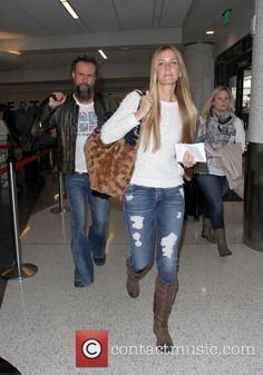 Rob Zombie and his wife Sheri Moon Zombie arrive at Los Angeles International Airport (LAX) Zombie Pics, Rob Zombie, Hot Outfits, Fall Outfits, Sherri Moon Zombie, Zombie Movies, Horror Movies, Robert Cummings, Zombie Style