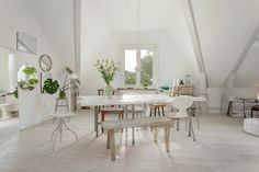 White and airy diningspace.
