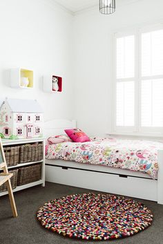 desire to inspire - desiretoinspire.net white walls and furniture + colors