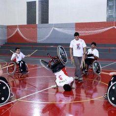 Capoeira is for everyone!  En #Capoeira,  la perseverancia cambia  lo imposible por POSIBLE. Todo depende de la  actitud.