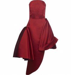 Vestidos são peças que funcionam bem o ano todo e você pode utilizá-los de várias maneiras. Do mais básico a alta costura, trabalhamos com profissionais que atendam ao gosto apuradíssimo de um público que procura na moda algo muito além das aparências. Descubra os detalhes do Vestido Gala, da Ana Barros, clicando no link da imagem.