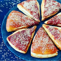 Laugenecken - lecker-macht-süchtig - Atıştırmalıklar - Las recetas más prácticas y fáciles Dessert Nouvel An, Bread Recipes, Cake Recipes, Snacks Recipes, Pastry Recipes, Baking Recipes, Dinner Recipes, Grill Dessert, Tasty