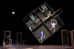 © Mario Del Curto / Strates http://www.offi.fr/theatre/theatre-de-la-ville-3378/hans-was-heiri-44566.html