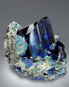 Azurite Locality: Tsumeb Mine, Otjikoto Region, Tsumeb, Namibia Size: x x cm Photo Copyright © Saphira Minerals Minerals And Gemstones, Rocks And Minerals, Rock Collection, Beautiful Rocks, Mineral Stone, Rocks And Gems, Stones And Crystals, Gem Stones, Natural Crystals