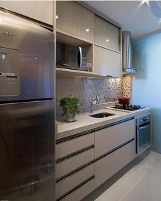 10 Designs Perfect for Your Small Kitchen - Site Home Design Kitchen Sets, New Kitchen, Kitchen Dining, Kitchen Decor, Kitchen Interior, Interior Design Living Room, Sr1, Grey Kitchen Cabinets, Kitchenette