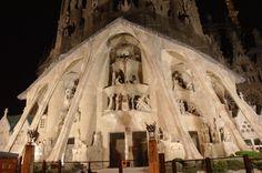 Panoramio - Photos of the World  Barcelona, Sagrada Familia - la fachada a la noche