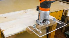 Woodworking Jigs Trim Router Edge Guide - How to Make a Trim Router Edge Guide Jig (Palm Router Edge Guide) Trim Router, Router Jig, Router Woodworking, Woodworking Skills, Woodworking Videos, Fine Woodworking, Woodworking Projects, Woodworking Beginner, Woodworking Techniques