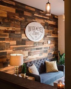 40 ways to build a pallet wall 29 Wood Wall Design, Pallet Walls, Wood Walls, Wooden Pallet Projects, Diy Home Decor Projects, Decor Ideas, Diy Ideas, Decorating Ideas, Wall Decor